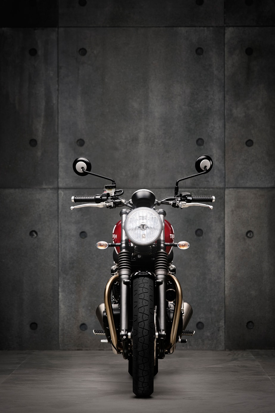 The Color Club - Triumph Street Twin Front
