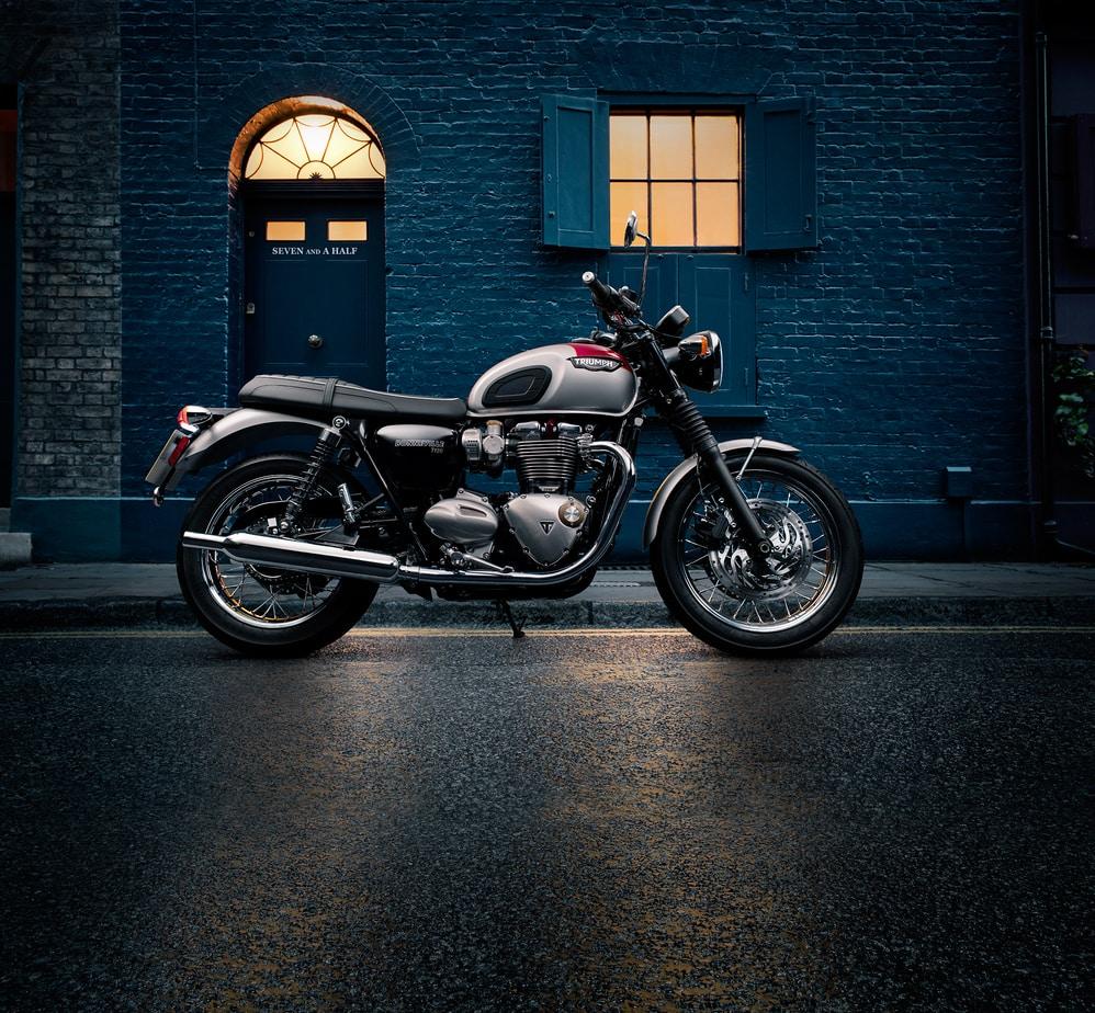 The Color Club - Triumph T120 R3Q Fournier Street profile